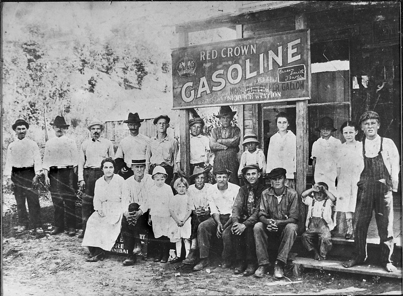 Group in front of Ilasco gas station